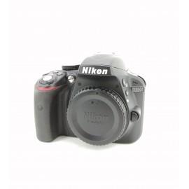 Cámara digital réflex Nikon...